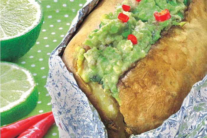 Kichererbsen-Guacamole zu Ofenkartoffeln