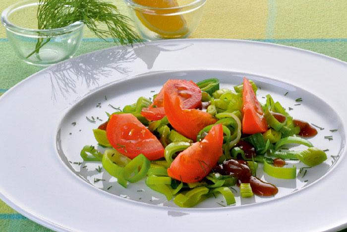 Serviervorschlag Dill-Zitronenjus zu Tomaten-Lauchgemüse