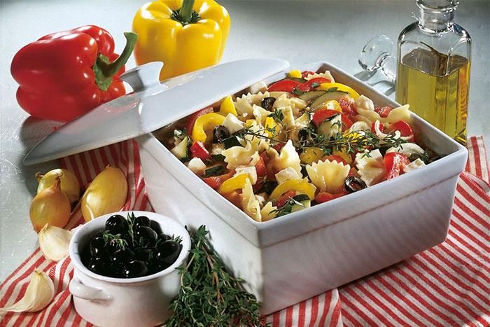 Serviervorschlag Nudel-Gemüse-Topf mit Feta