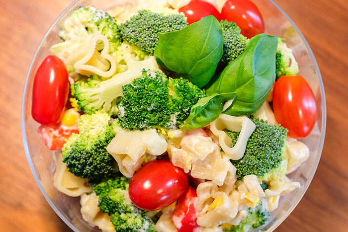 Serviervorschlag Brokkoli Nudelsalat